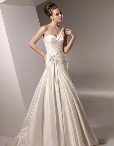 Ajolique 2010 strapless bridal gown #2105