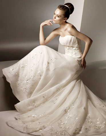 Ajolique 2010 strapless bridal gown #2117