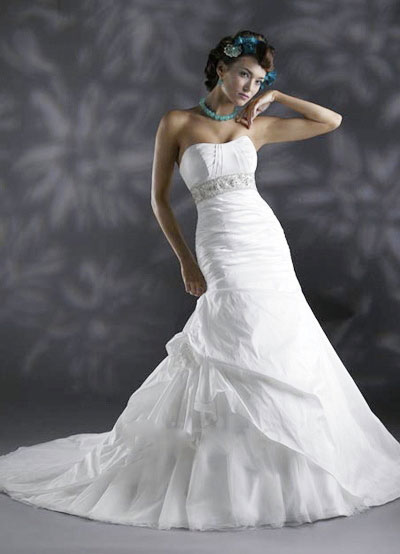 Elegant wedding dress from Joanna's Bridal, Montréal, Canada