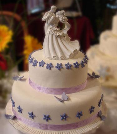 Elegant Cake Topper: wedding couple dancing