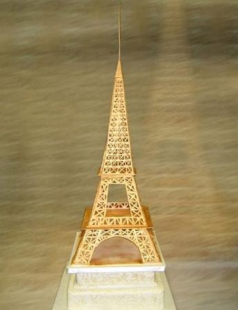 Themed wedding cake topper: Eiffel tower