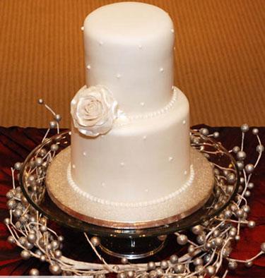 beautiful wedding cake décor