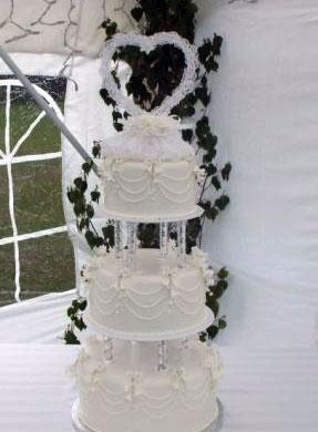 Heart-shaped cake topper