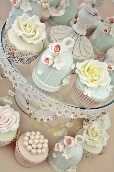 Super-creative custom birdcage wedding cupcakes