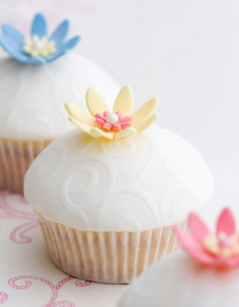 White, embossed, floratl pattern wedding cupcakes