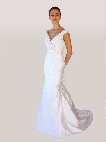 Lillen canadian v-neck wedding dress 2010: #554