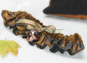 Fall / autumn bridal garter with accorn
