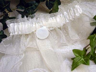 bridal garter with sea-shell charm