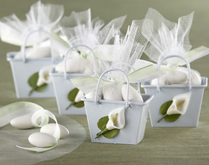 Cala-lily, mini-pails, DIY wedding favour containers