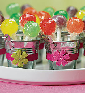 minature metal pails: DIY wedding favour containers, from WeddingStar