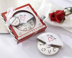 Gadget wedding favours: miniature pizza box