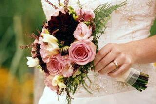 posy, holding bridal bouquet
