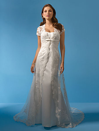 Alfred Angelo #2073. Romantic lace wedding gown