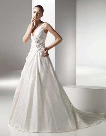 2010 Wedding Gown: Anjolique 2063