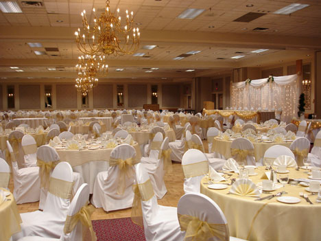 Wedding at Mayfield Inn ballroom, in Edmonton, Alberta