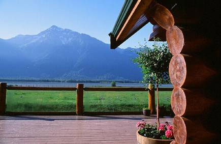 Wedding Locations in BC: Fraser River Lodge