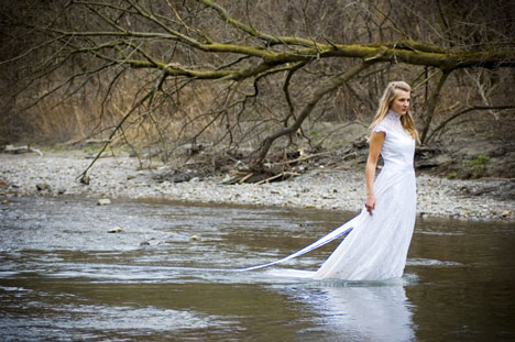 Trash the Dress image 2 by Varia Photo