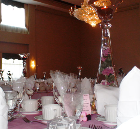 The wedding tables with the greek bonbon favours