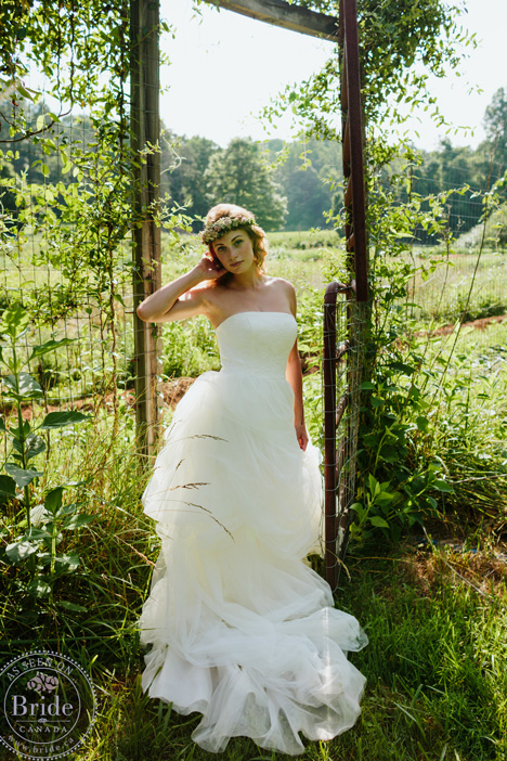 Vera Wang strapless wedding dress