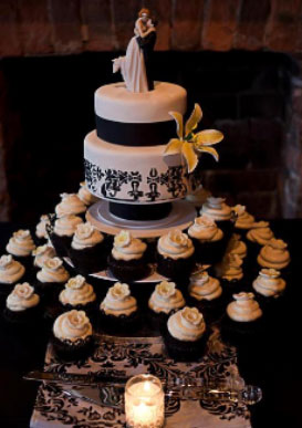Black & Whote damask theme wedding cake & cupcakes