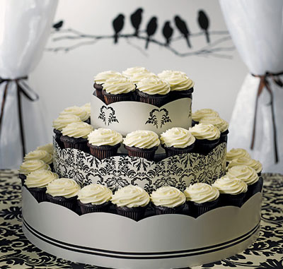 Black & White wedding cupcake tower by Weddingstar