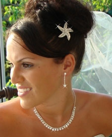 bride with starfish-shaped crystal hair pin