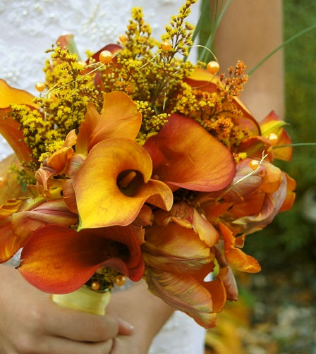 orange-winter-fall-bridal-bouquet