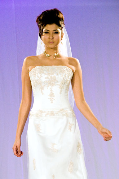 Halton bridal show fashion model