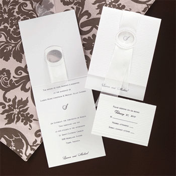 Traditional wedding invitation by Creative Expressions in Montreal
