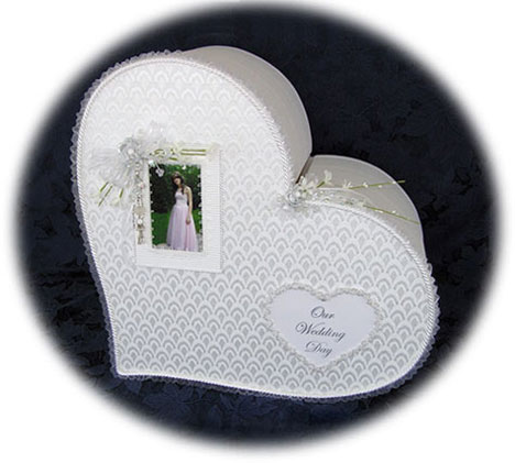 single-heart wedding money box with photo frame